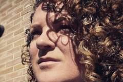 Curly girl voor de krullen knippen behandeling