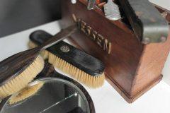 vintage kap set en messenblok met scheerriem, effileermes en ondulatieijzer